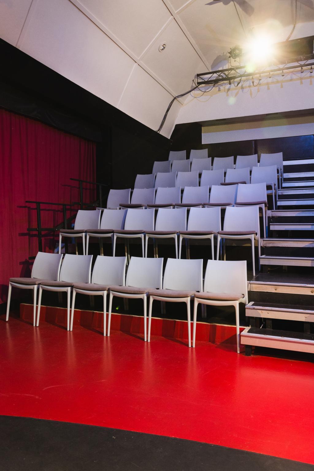 Bilder Schnürschuh Theater